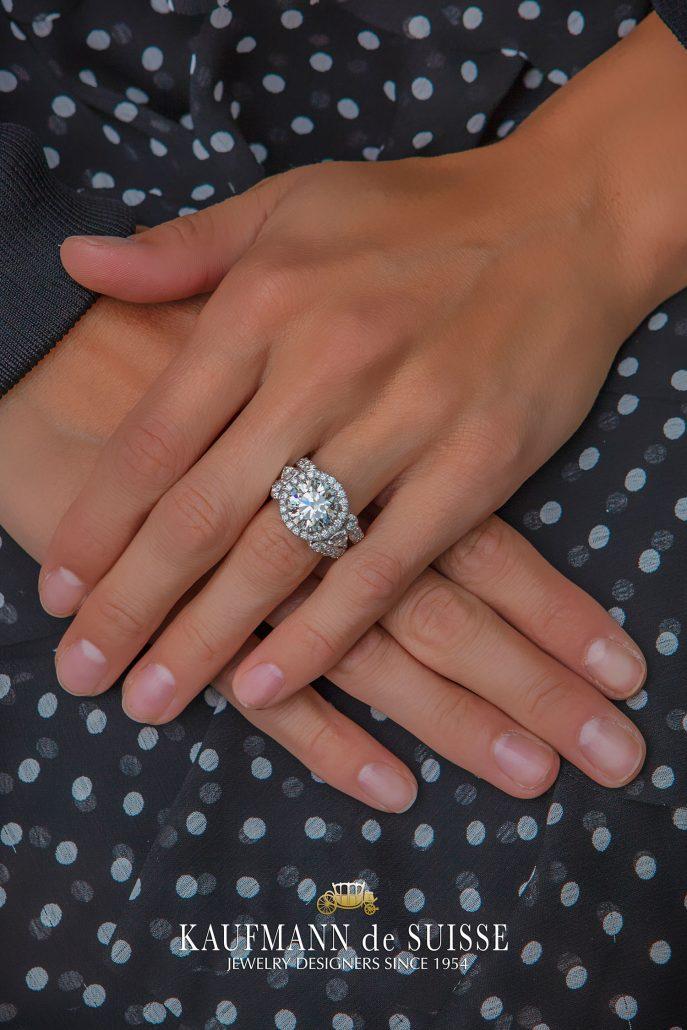 Fabulous Round Diamond Engagement Ring